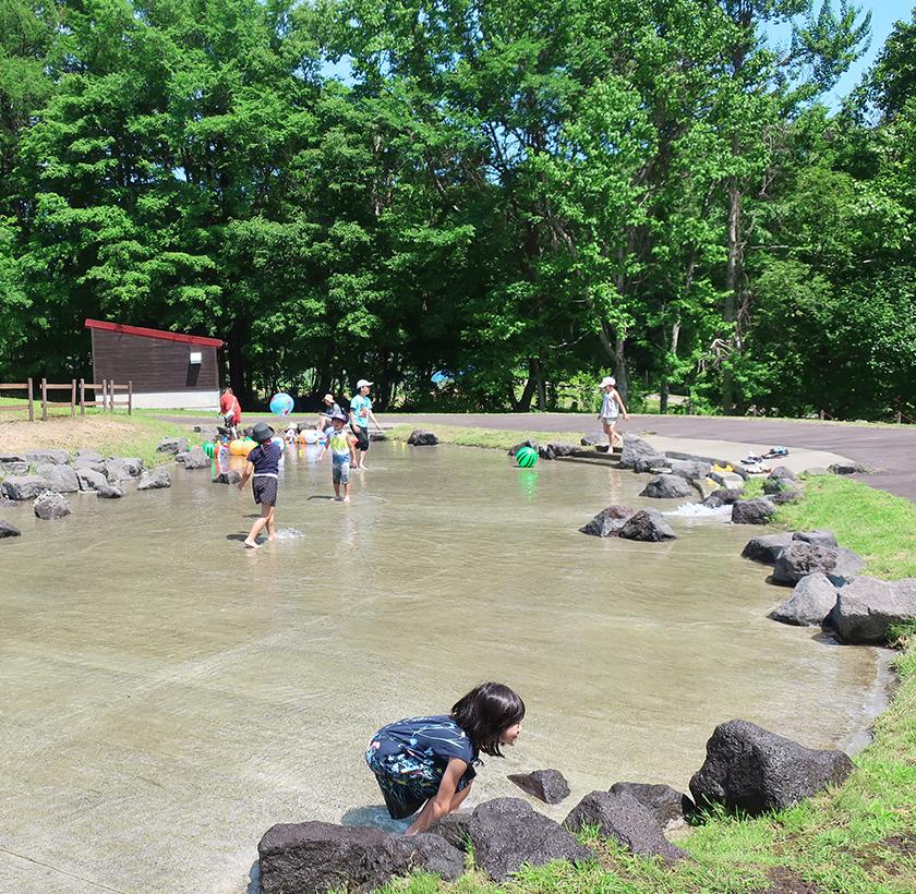 トラクター試乗ができる!じゃぶじゃぶ池で水遊びもできる!