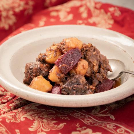 複数のスパイスで、深い味わい。<br />Vol.7 牛肉と根菜のスパイス煮込み
