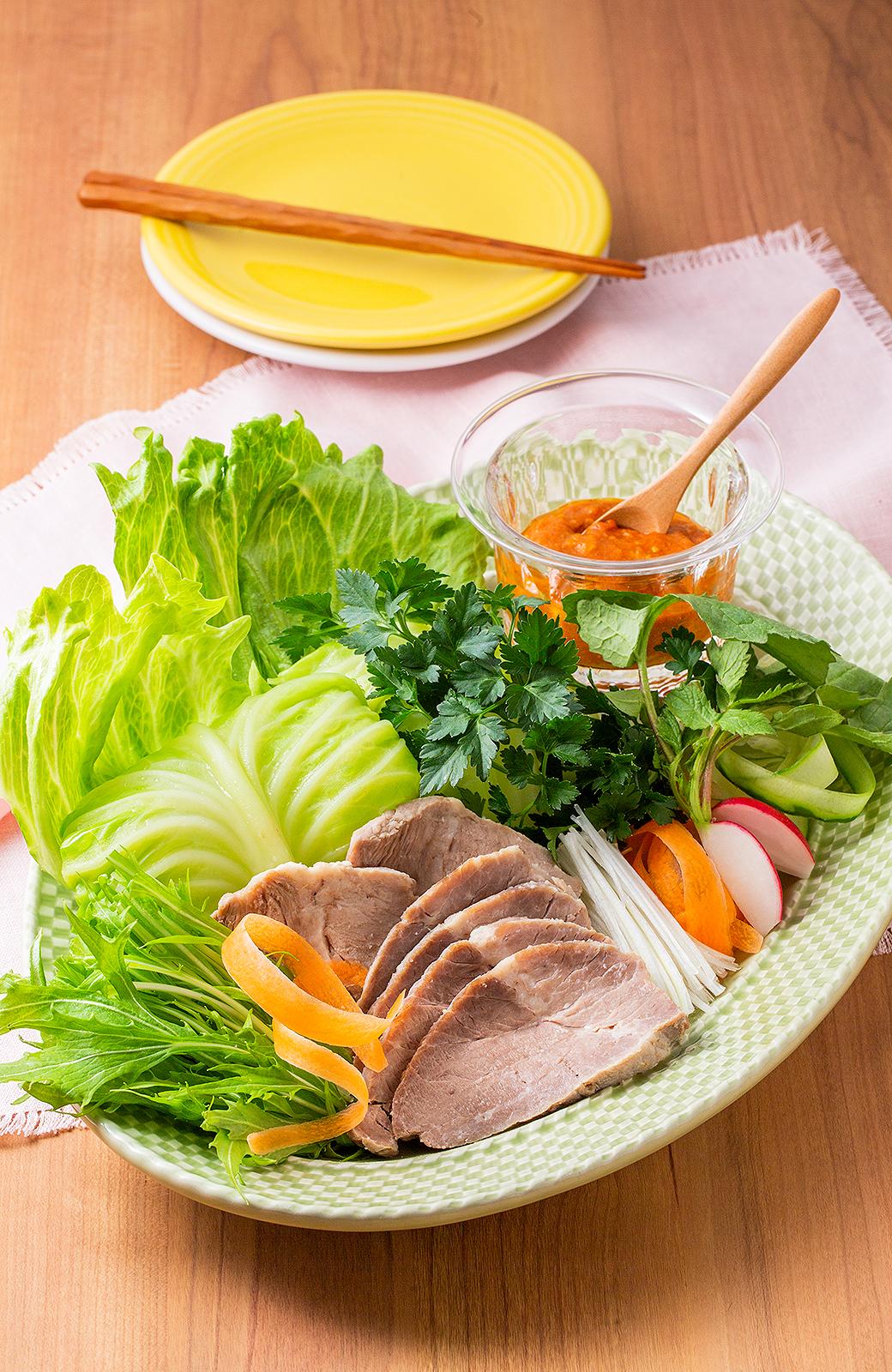 <span>巻いて、のせて、野菜をたっぷり</span> </span>塩豚のポッサム