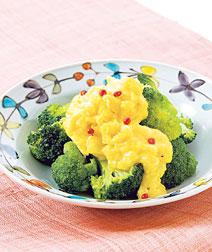 ブロッコリーのチーズ卵あえ