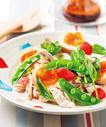 煮卵と蒸し鶏のサラダ