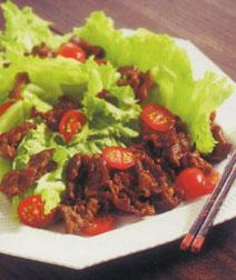 牛肉とレタスのサラダ