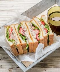 豚肉といちごのトーストサンド