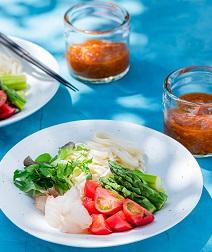 トマトとアスパラのサラダつけ麺